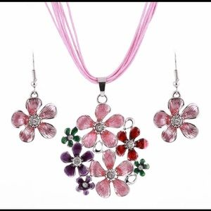 NEW Fashion Flower Necklace Earrings Set